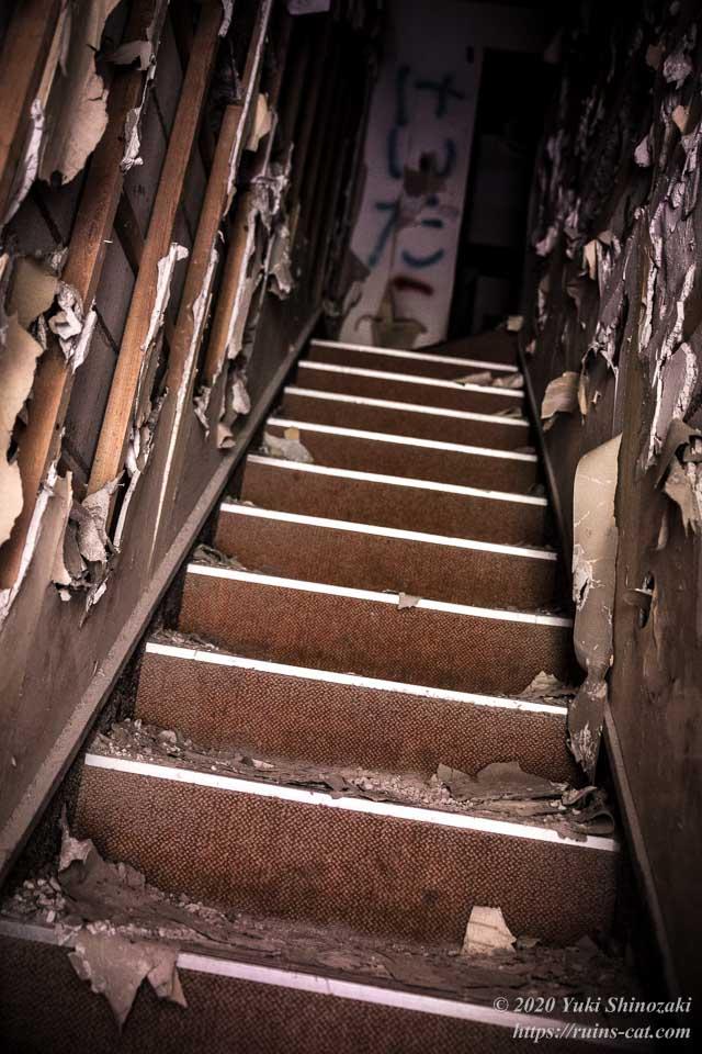 活魚 2階へと続く階段