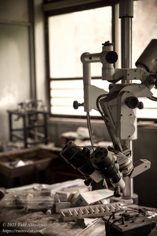 実方眼科医院(S眼科医院) 細隙灯顕微鏡のある診察室