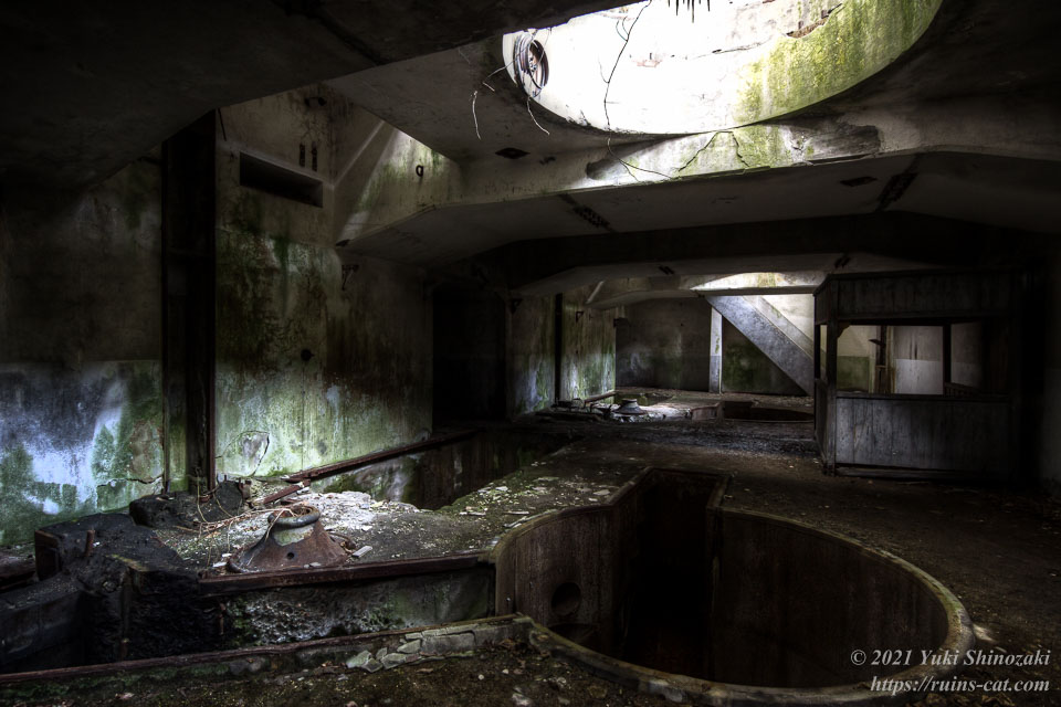 旧和賀川水力発電所の地下室を奥側から見た風景