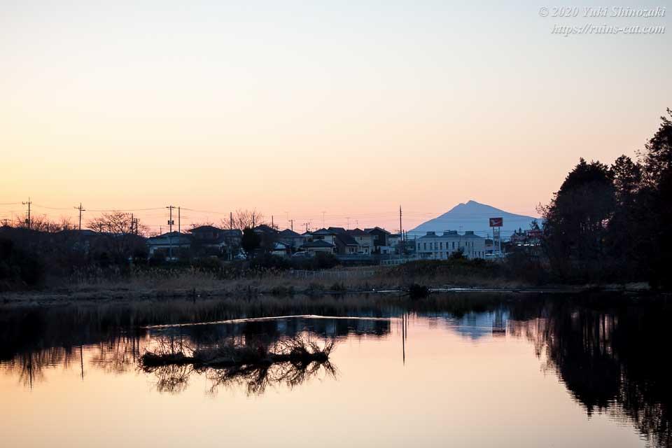 生板湖から見える夕焼けの筑波山
