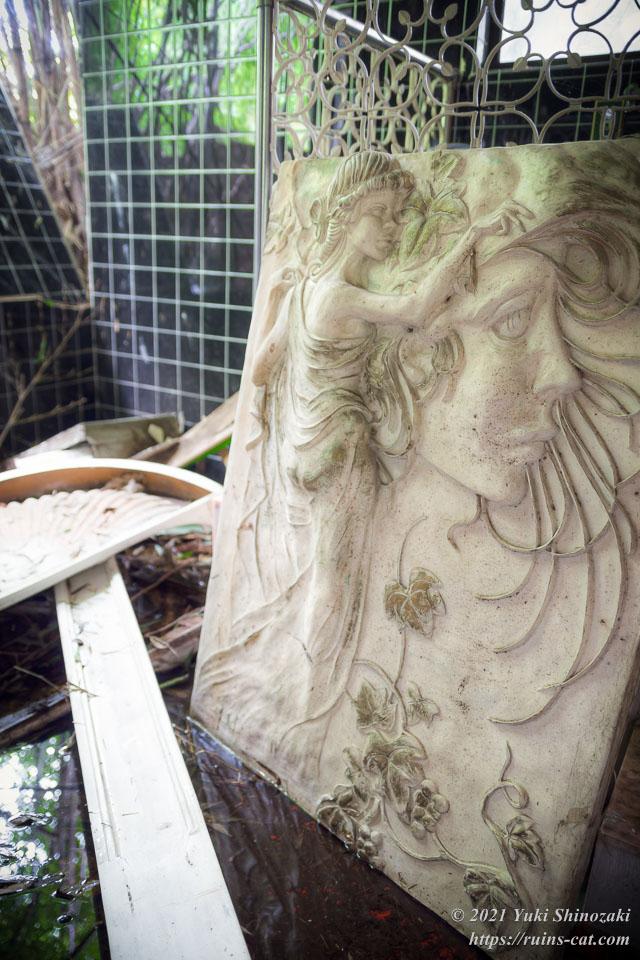 デラックス洋室「蘭」の風呂場にあったレリーフ