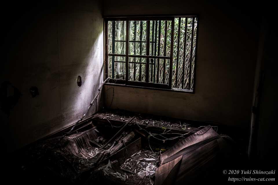 小川脳病院(心霊スポット) 精神病患者の隔離病棟(個室)