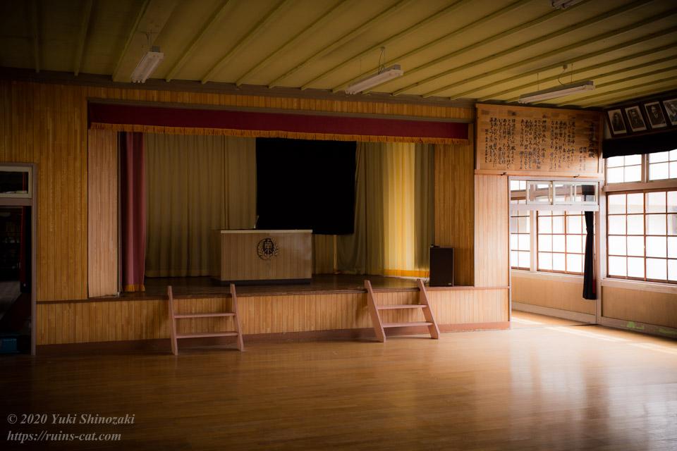 旧上岡小学校 講堂
