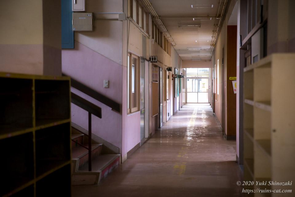 熊切小学校校舎内部