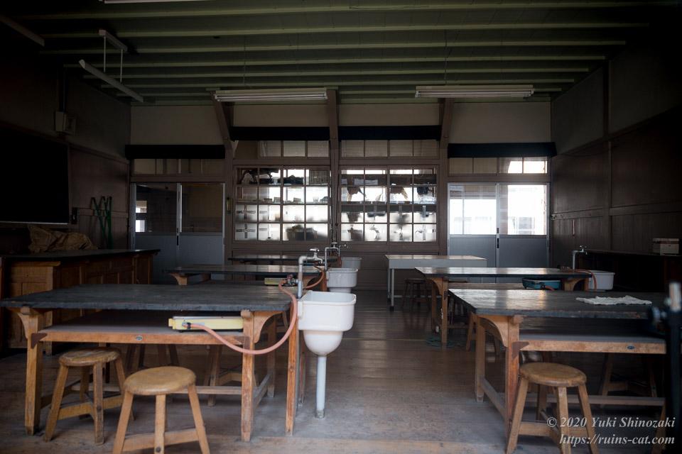 旧粟代小学校 理科室
