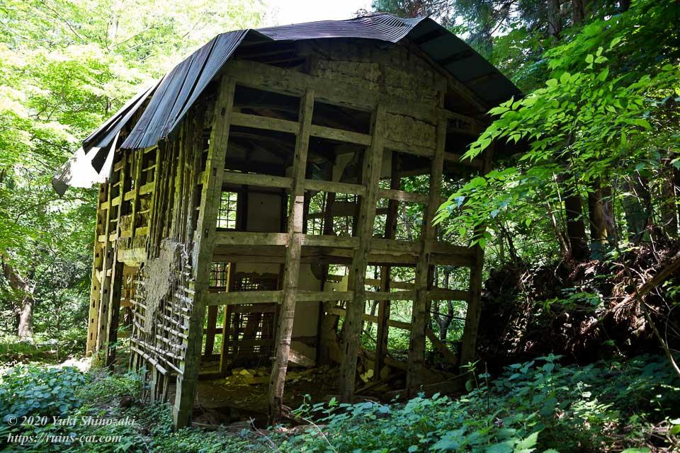 新井さんの家(心霊スポット) 建物側面