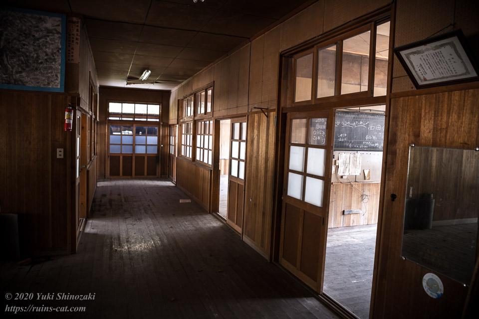 池津川小学校 廊下