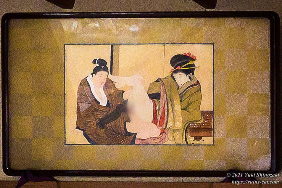 和室「銀杏」のベッド横に飾られていた和風の絵画