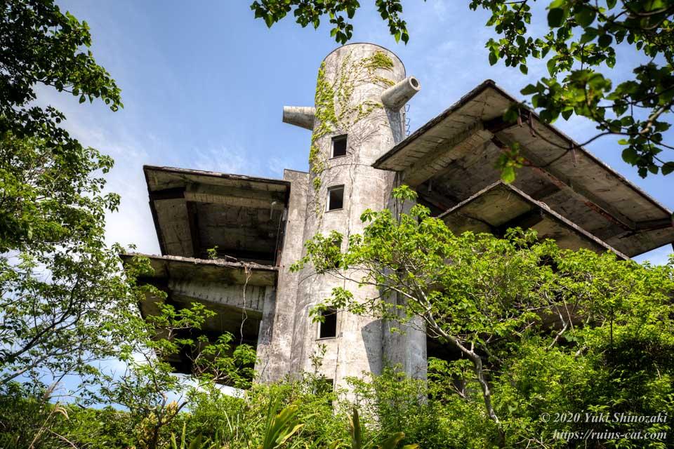 スカイレスト ニュー室戸 西側から見た外観 塔と上階部分