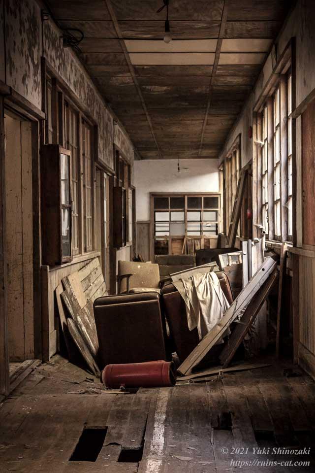 小倉沢小中学校 1階廊下