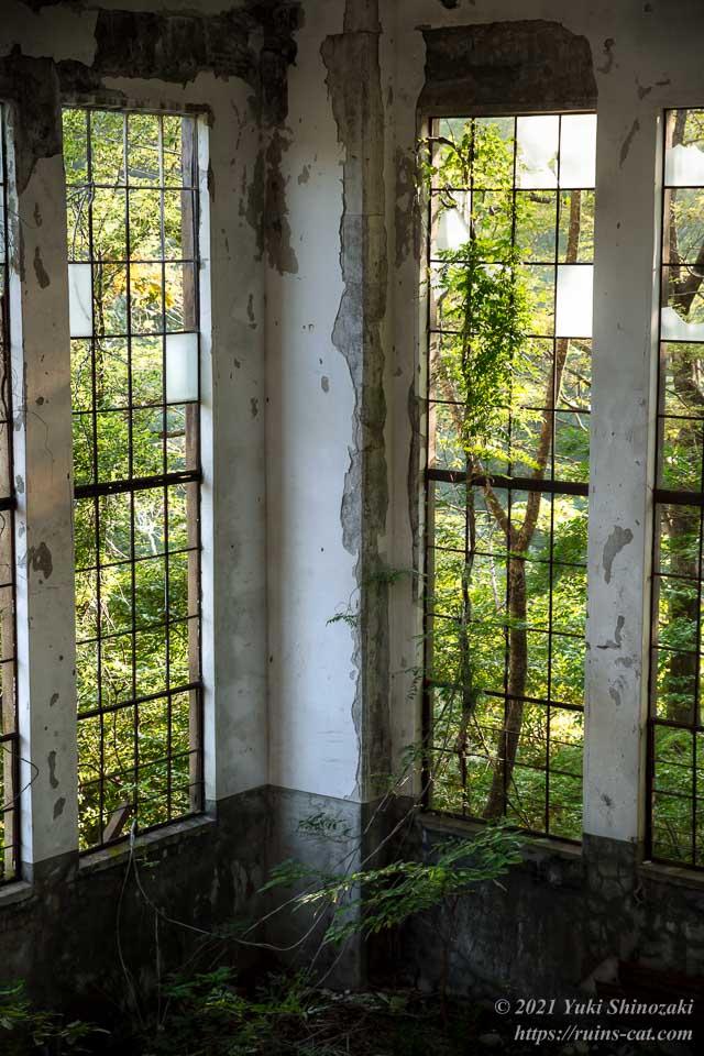 旧和賀川水力発電所 1階タービン室の隅