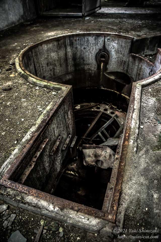 手前側のタービン設置孔(地下)