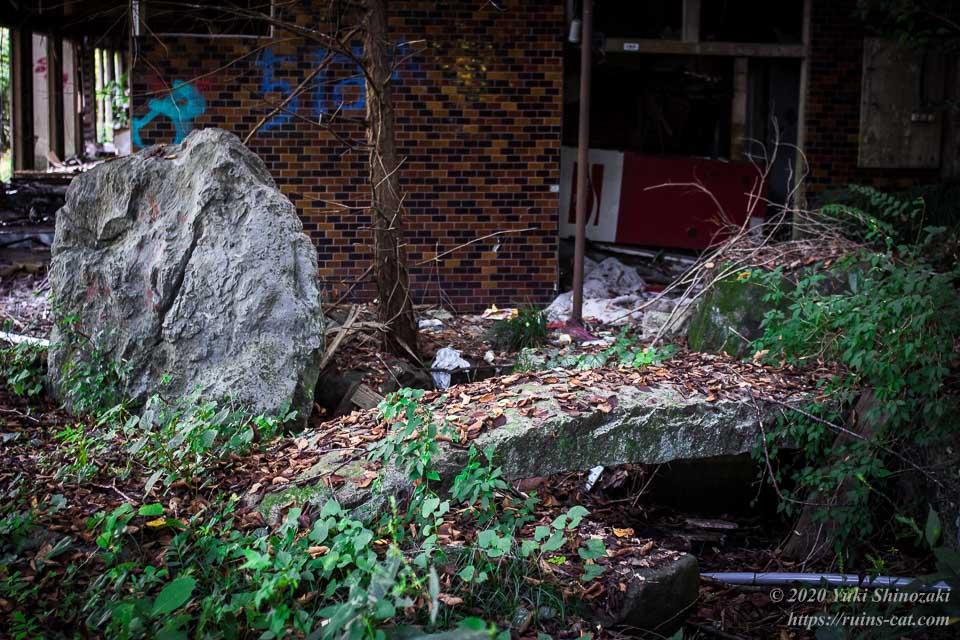 料亭ふるさと(心霊スポット) 入口付近の日本庭園(石橋)