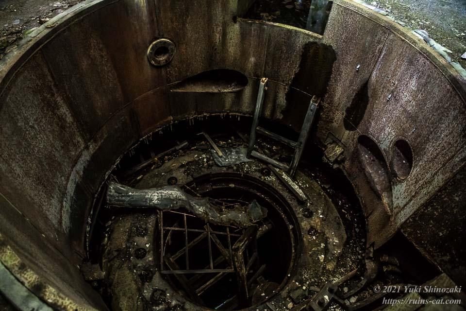 奥側のタービン設置孔(地下)