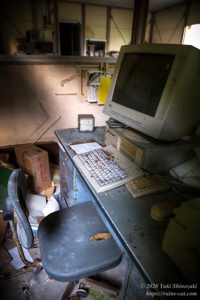 事務室内のパソコン