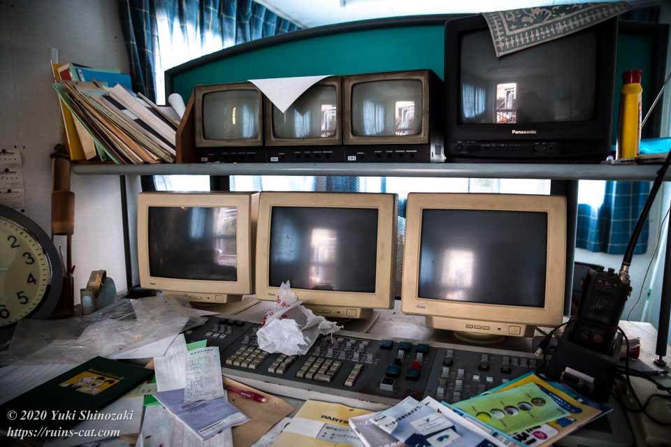 室戸生コンクリート企業組合 製造プラント内制御室