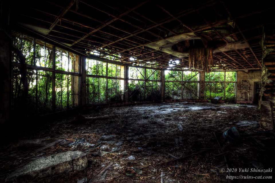 廃墟レストラン「ブルースカイ」(心霊スポット) 1階円形ホール