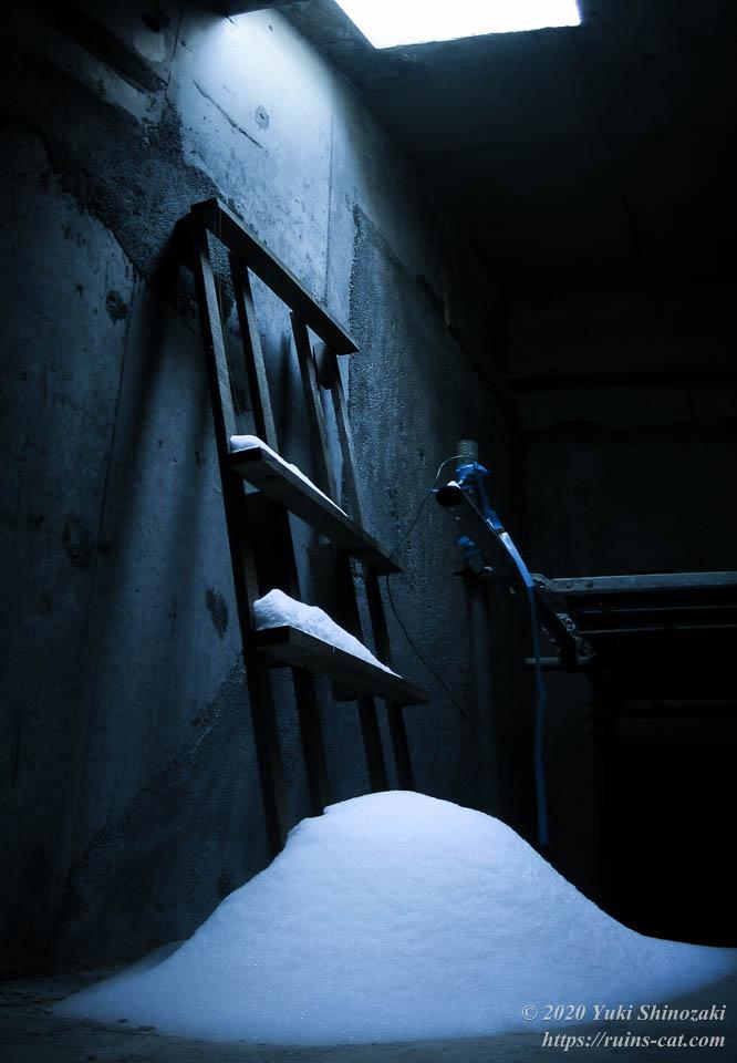 山中湖リゾートホテル(廃墟) 「静謐の園」 最上階内部に密かに降り積もる純白の新雪