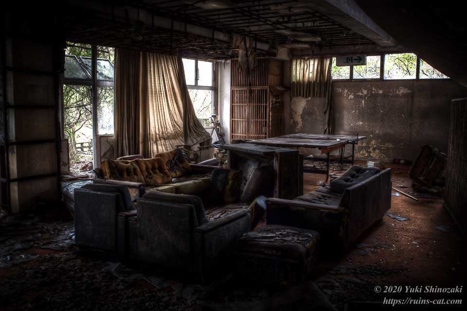 日本BE研究所 桑原研修所(首の家) ソファーのあるロビー