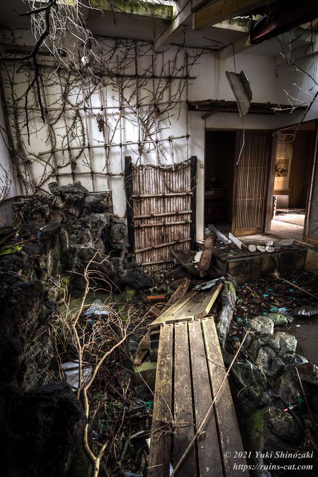 モーテル風林 温室兼渡り廊下