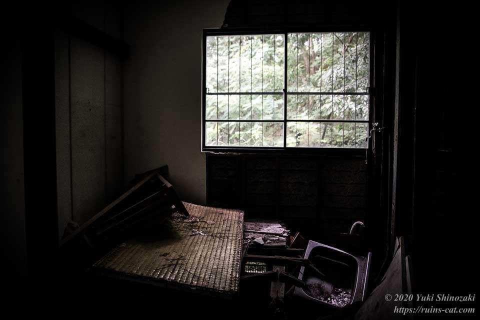 武尊神社(呪いの廃神社) 正殿前室