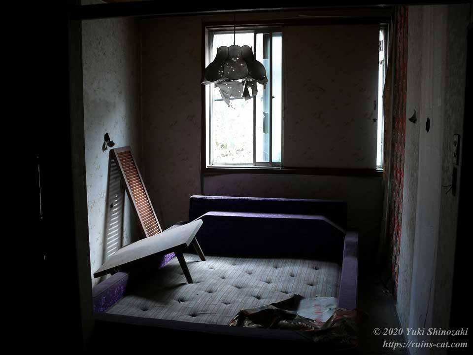 ホテルセリーヌ(心霊スポット)の小さいほうの客室