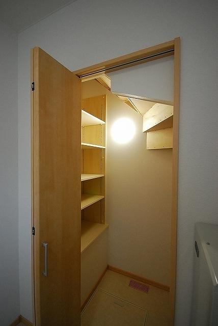 階段下収納 (4)