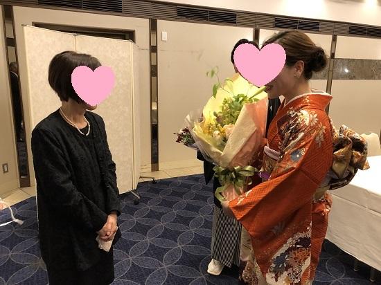 谷相母へ花 (1)