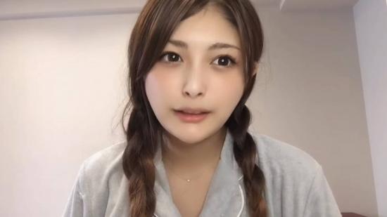 三編みの新藤加菜にセーラー服を着せればAV女優の女子高生