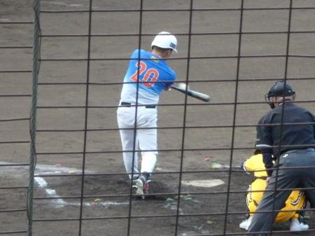 P7224838縮小きよた2回裏7番が左越え三塁打を放つ