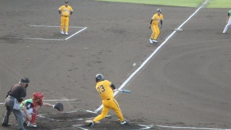 P73152111回裏丸乃屋P2死三塁から4番が同点の中前打を放つ