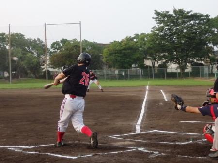 P80557914番が左中間三塁打を放ち1点先制