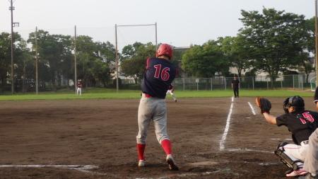P8055867熊本早起き2回表1死から5番が中越え三塁打(1H1E)