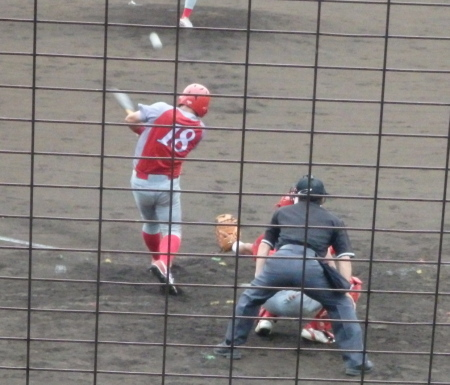 P8070222トウヤA4回裏無死一塁から4番が左中間打を放ち一、三塁とするも後続が投飛、一飛、一ゴロで無得点