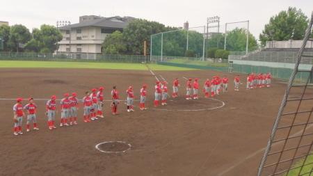 P8070276試合後両チームはトウヤ社長に挨拶のため整列