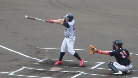 P8080293球楽會1回表1死一塁から二番が左中間二塁打を放ち二、三塁
