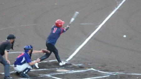 P8120473熊本早起き1回表2死満塁から7番が左前打を放ち1点追加 (2)