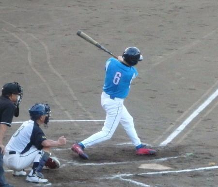 P8140799ヒューマン3回表2死三塁から4番が左超え本塁打を放ち2点先制 (2)