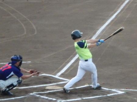 P8150899華麗衆1回表無死二塁から2番が右翼線打を放ち1点先制
