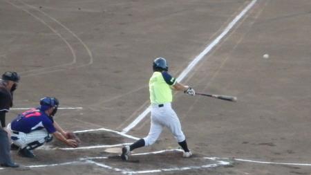 P8150917同回2死二、三塁から6番が中前打を放ち1点追加