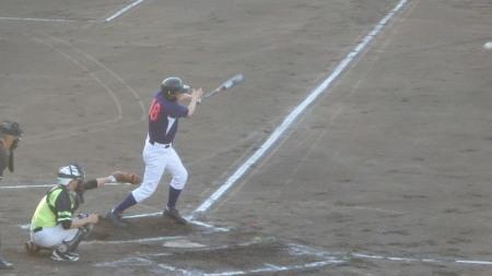 P8150946続く7番が右翼線打を放ち一三塁とするも後続が2連続三振
