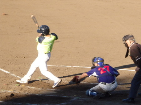 P8150993華麗衆4回表2死三塁から2番が中前打を放ち、この回3点目