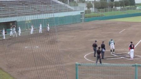 P8171049試合前の挨拶 一塁側上村内科 三塁側花園クラブ