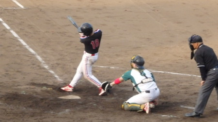 P8171161次の2番右中間二塁打を放つ