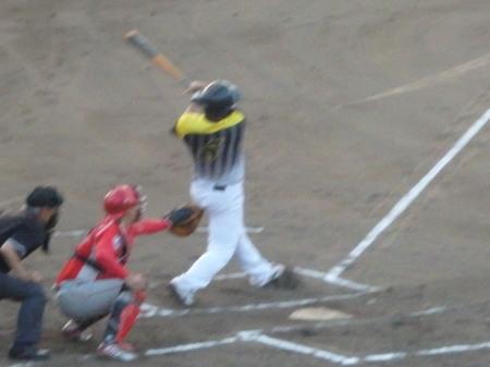 P8181234 Big連1回表2死二塁から4番藤森が左越え本塁打を放ち2点先制