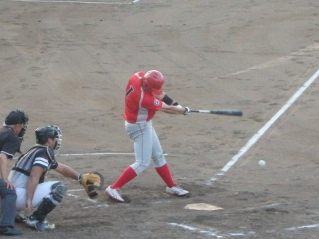 P8181253トウヤ2回裏この回トップの4番が遊内野安打で出塁