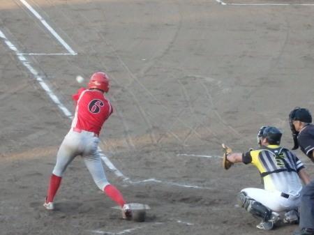 P8181278次の2番も右前打を放ち無死満塁とするも後続が一飛、遊ゴロで本塁封殺、三振で無得点