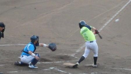 P8201512華麗衆1回表2死満塁から6番が右中間打を放ち2点先制