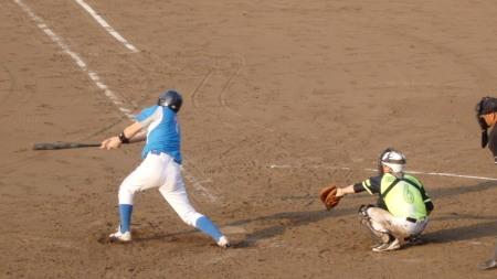 P8201620ヒューマン4回裏1死二塁から2番が右前打を放ち1点返し2対4とする