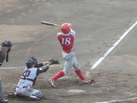 P8211754トウヤ40A同回2死満塁から4番が満塁本塁打を放つ この試合2本目